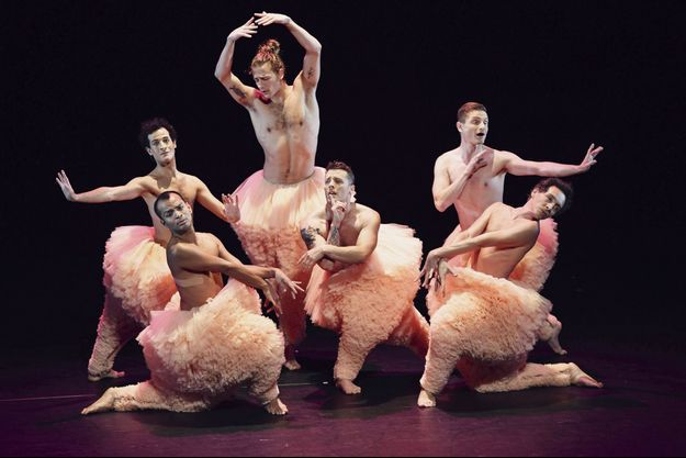La troupe des Chicos Mambo est de retour à Bobino, où le show fut présenté pour la première fois à Paris en 2014.