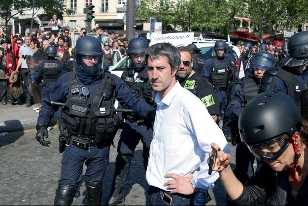 """François Ruffin, le 5 mai, à Paris, pendant la manif """"Pot au feu""""."""