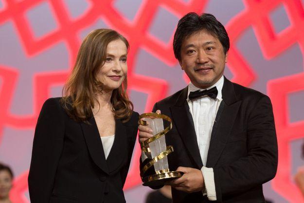 L'actrice française Isabelle Huppert et le réalisateur japonais Hirokazu Kore-Eda.