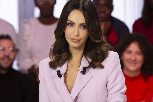 Nabilla, sur le plateau d'une émission de Canal + en janvier 2020.