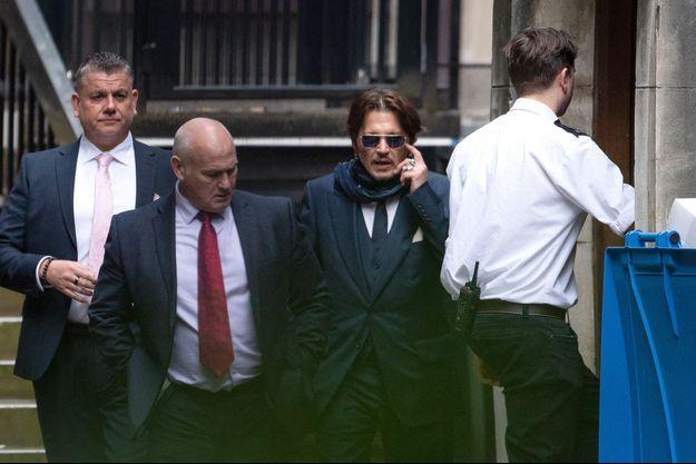 Johnny Depp devant un tribunal de Londres le 26 février 2020