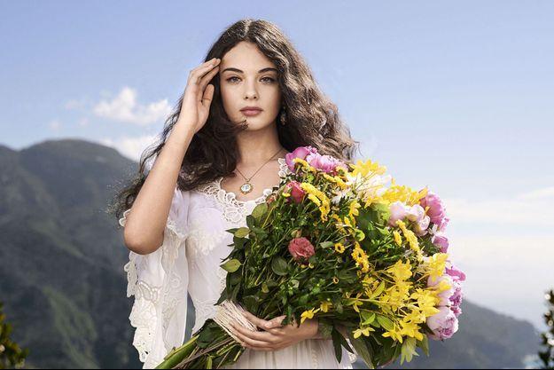 Deva Cassel pose pour Dolce & Gabbana