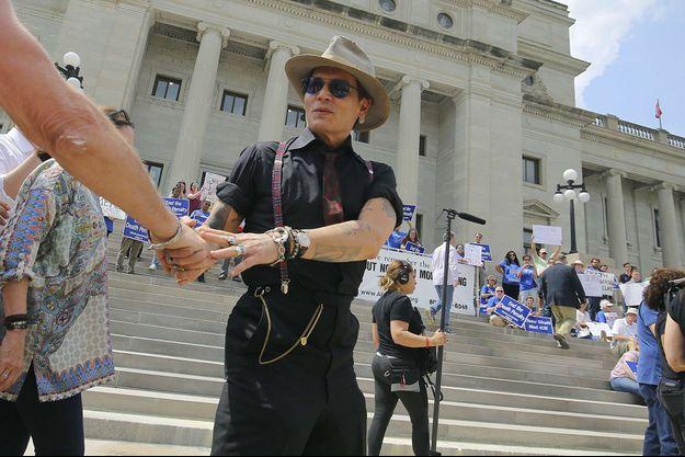 Johnny Depp très amaigri dans l'Arkansas en avril 2017.