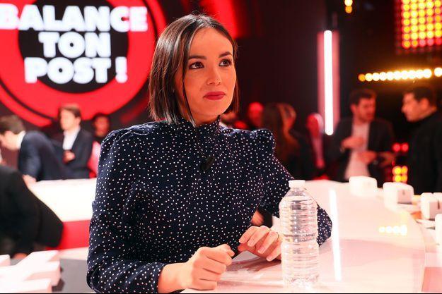 """Agathe Auproux sur le tournage de """"Balance ton post!""""."""