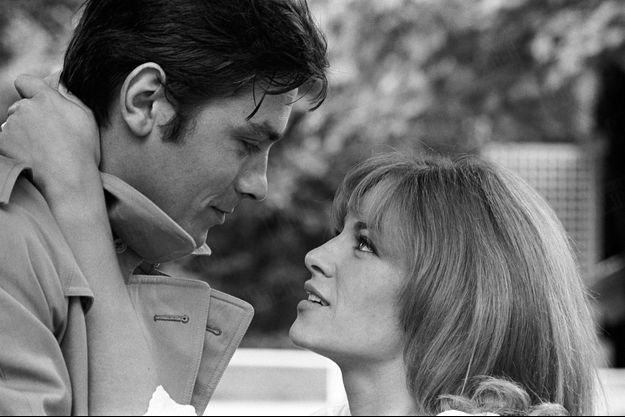 """Nathalie et Alain Delon sur le tournage du film le """"Samouraï"""" de Jean-Pierre Melville, en juillet 1967."""
