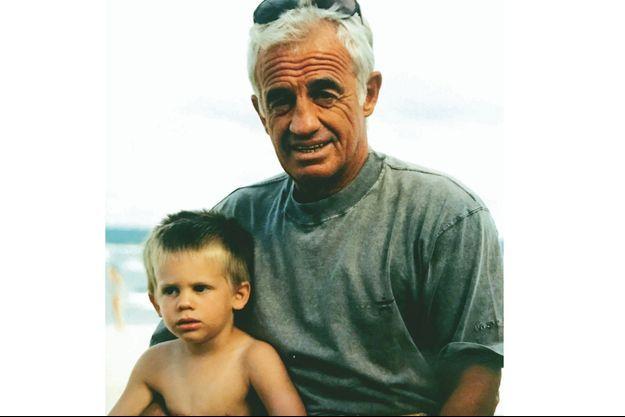 En 1996, dans les bras de Jean-Paul Belmondo. Il a alors 5 ans