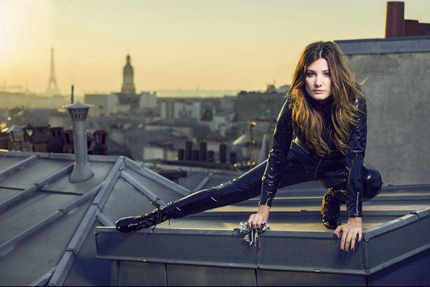 Pour Paris Match, Alice dans le rôle d'une Catwoman, avec 9 mètres de vide sous elle. Ça lui a fait un peu peur. Mais elle a adoré…