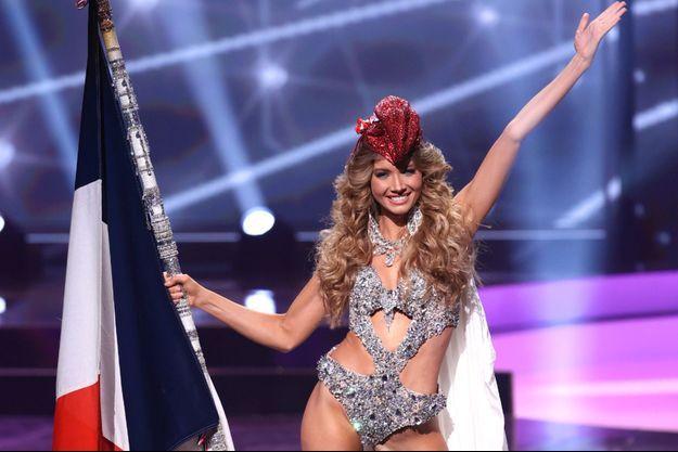 Amandine Petit, Miss France 2021, lors du défilé en costumes nationaux au concours de Miss Univers, le 13 mai.
