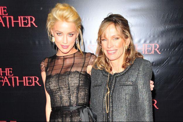 Amber Heard et sa mère, Paige, en 2009