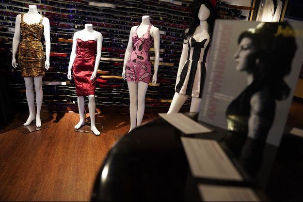 Des robes par dizaines et des objets ayant appartenu à la diva britannique de la soul seront mis aux enchères en Californie en novembre 2021