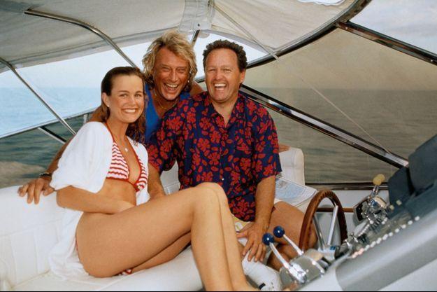 1996. André Boudou emmène les jeunes mariés en balade dans les Caraïbes. Dix-sept ans plus tard, Laeticia nous confiera : « Johnny a épousé un package. »