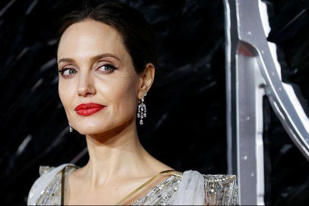 """Angelina Jolie à l'avant-première londonienne de «Maléfique : le Pouvoir du Mal""""."""