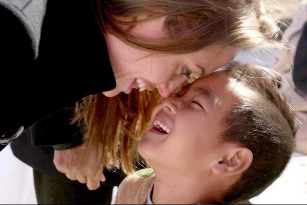 Angelina Jolie et son fils Maddox en décembre 2007.