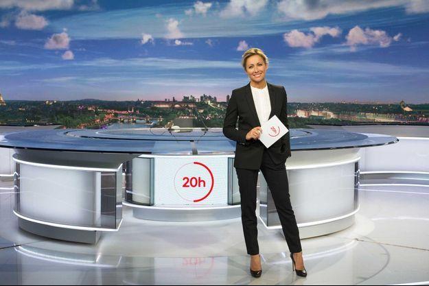 Anne-Sophie Lapix sur le plateau du JT de France 2, en 2019.