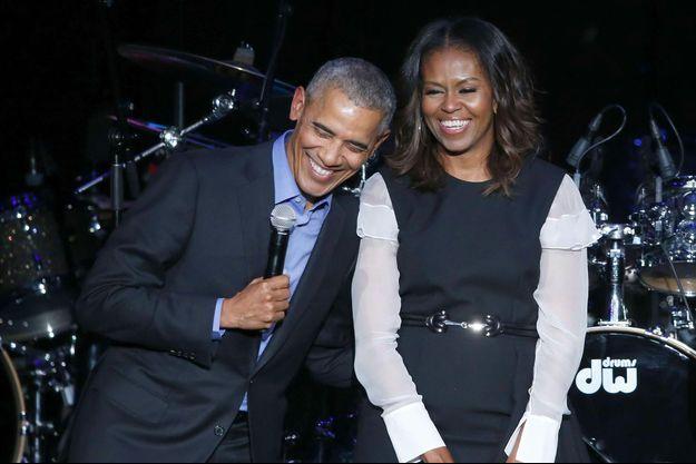 Barack et Michelle Obama sur scène avant le set de Chance The Rapper, le 1er novembre 2017 à Chicago