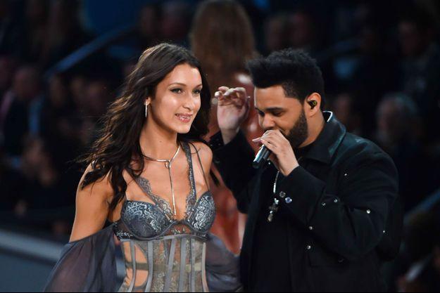 Bella Hadid et The Weeknd au défilé Victoria's Secret à Paris le 30 novembre 2016