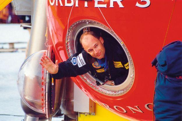 Bertrand Piccard dans la nacelle du « Breitling Orbiter 3 »