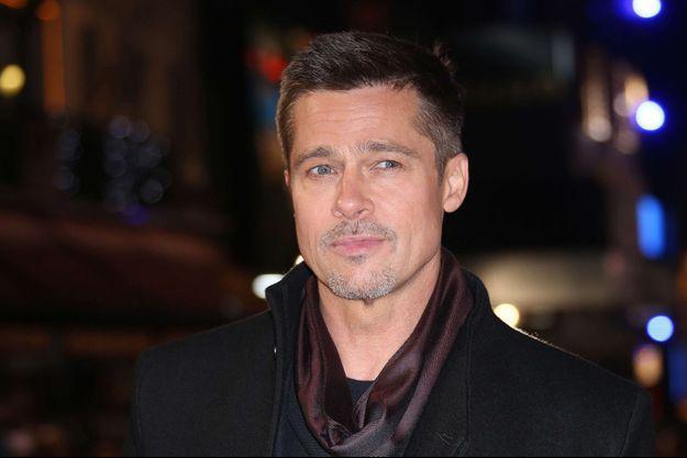 """Brad Pitt à l'avant-première d'""""Alliés"""" à Londres, le 21 novembre 2016."""