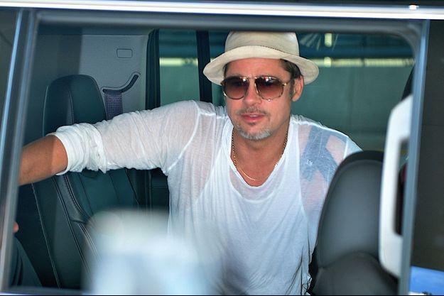 Brad Pitt à l'aéroport JFK de New York, en juin 2016.