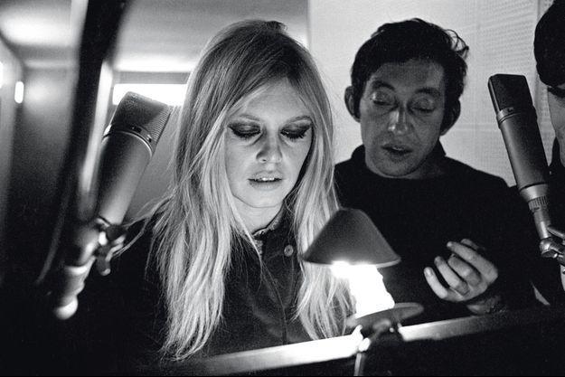 L'homme à tête de chou a su séduire la plus belle femme du monde. Les deux amants répètent « Bonnie and Clyde » pour le « Bardot Show » qui sera télédiffusé le jour de l'An 1968.