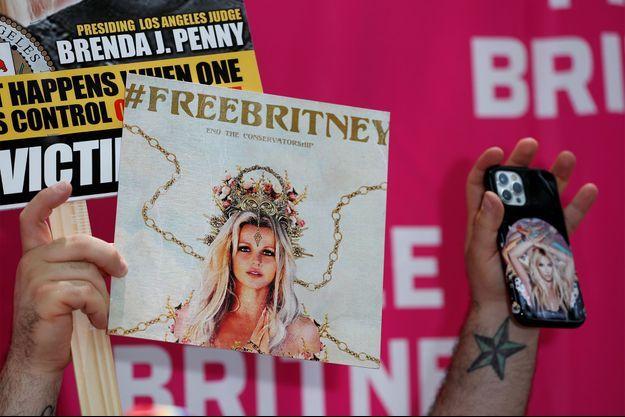 Des affiches réclamant la levée de la tutelle de Britney Spears, à Los Angeles.