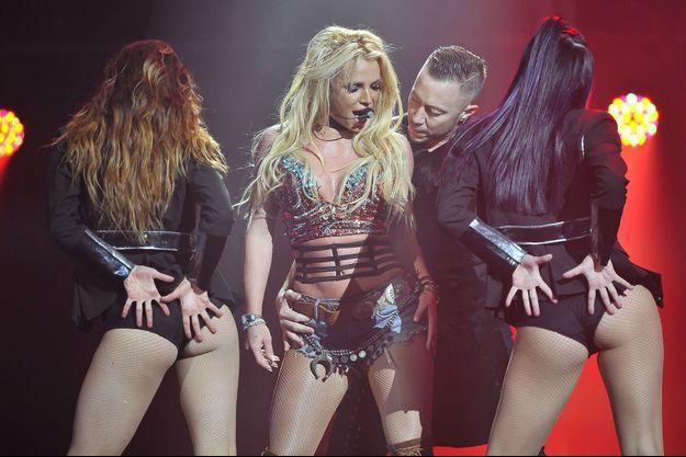 Britney Spears annonce officiellement une tournée mondiale.