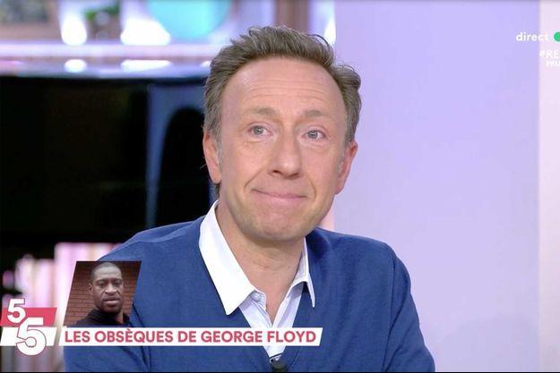"""Stéphane Bern les larmes aux yeux sur le plateau de """"C à vous"""" mercredi."""