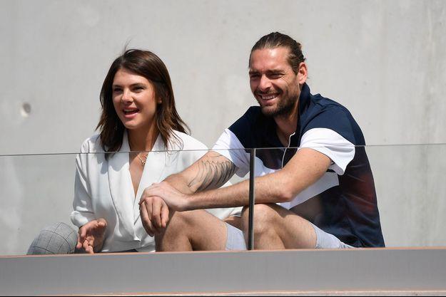 Camille Lacourt et sa compagne Alice Detollenaere, à Roland Garros en 2019
