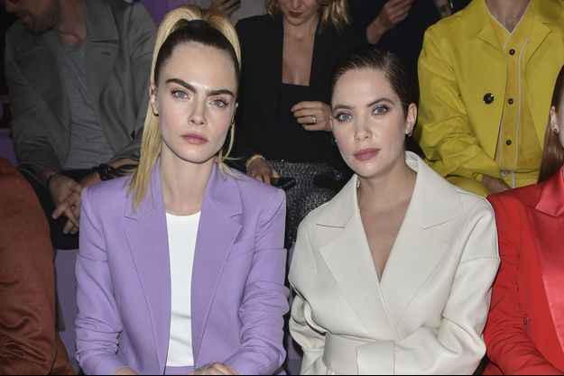 Cara Delevingne et Ashley Benson lors de la Fashion Week de Milan le 23 février 2020