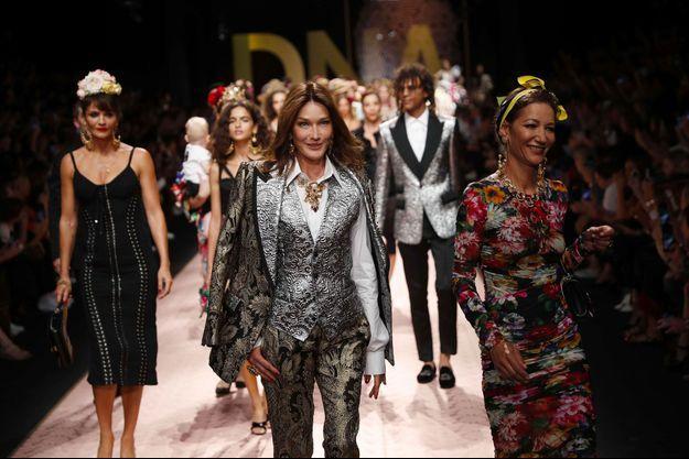 Carla Bruni défilé pour Dolce & Gabbana le 23 septembre 2018 à Milan