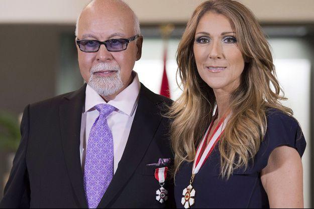 Céline Dion et René Angelil posent après avoir été récompensés au Canada, le 26 juillet 2013