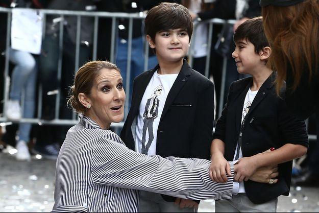 Céline Dion à Paris avec ses jumeaux.