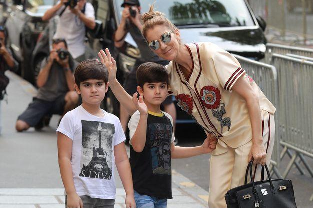 Céline Dion et ses fils Nelson et Eddy en 2017 à Paris