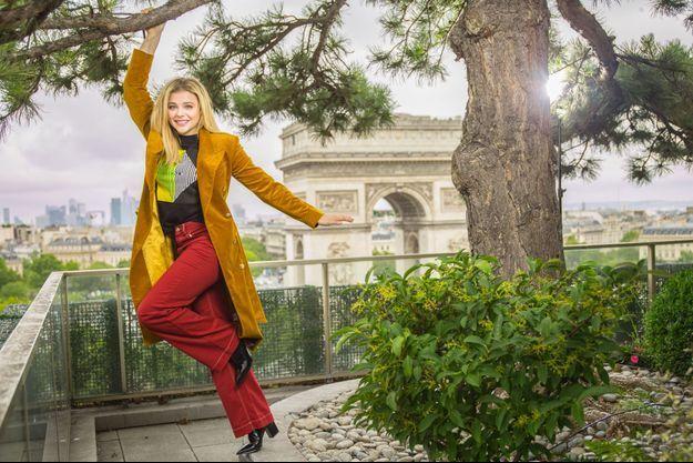 Chloë Grace Moretz sur le toit du Publicis Drugstore, Champs-Elysées, le 19 juin.