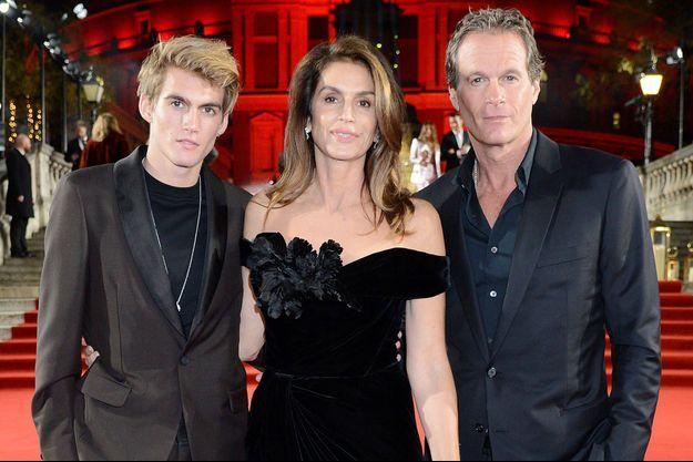 Cindy Crawford entre son fils Presley et son mari Rande Gerber