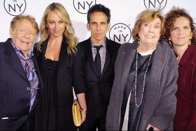 De gauche à droite : Jerry Stiller, Christine Taylor, Ben Stiller, Anne Meara et Amy Stiller, ici en 2012.