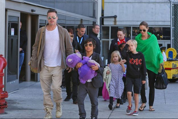 Février 2014, à Los Angeles. Brad et Angelina avec leur petite tribu.