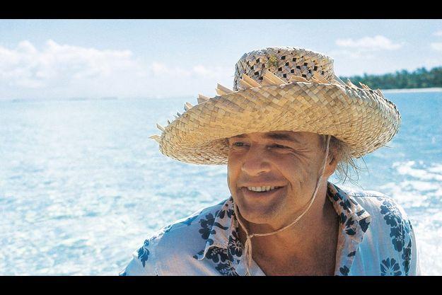 Brando a appris à tresser ces chapeaux en fibres végétales : il les offrait à ses amis. Sur son atoll, l'acteur ombrageux devenait un bricoleur passionné.
