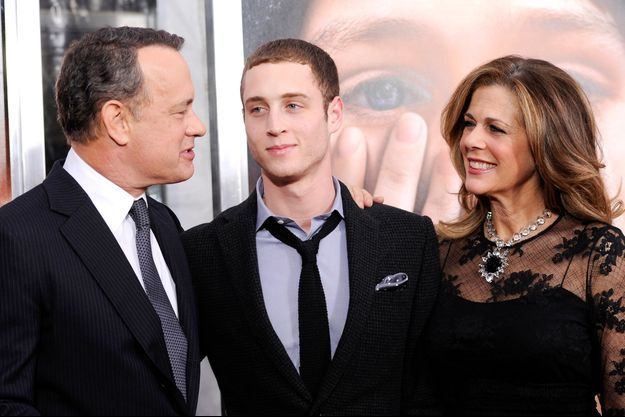 Chester Hanks entouré de ses parents Tom Hanks et Rita Wilson