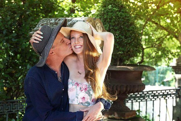 De son père, elle a les grands yeux clairs, « mais la beauté de sa mère », aime ajouter Christophe Lambert dans un rire.