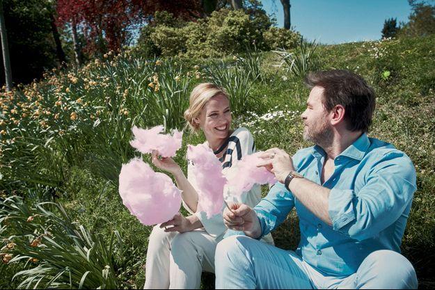Lilou Fogli et Clovis Cornillac. Bientôt deux ans de mariage, et déjà un enfant et un film. Ils partagent tout, et d'abord les balades dans les jardins du Chalet des îles, au bois de Boulogne.