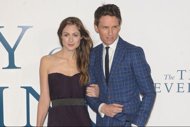 Hannah Bagshawe et Eddie Redmayne à Londres le 9 décembre