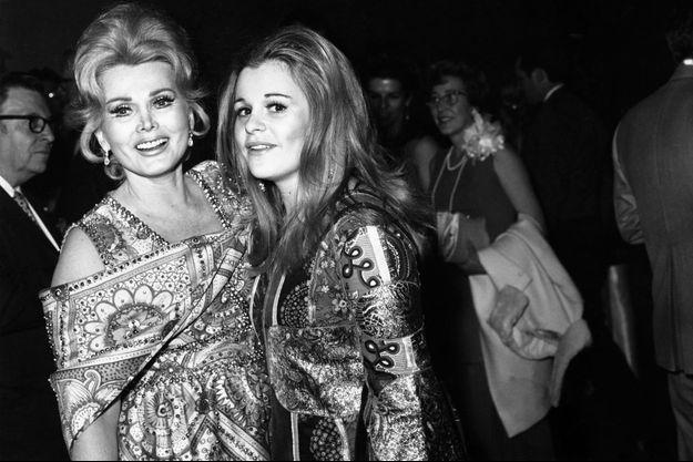 Zsa Zsa Gabor et sa fille Francesca Hilton lors d'une fête à Las Vegas, en 1970.