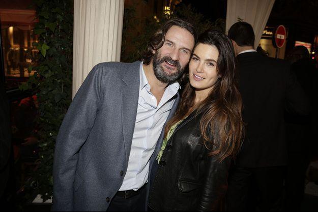 Frédéric Beigbeder et son épouse, Lara, à Paris le 10 novembre 2015.