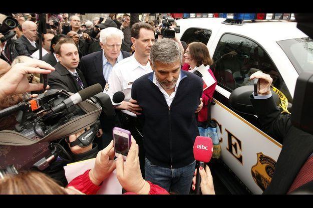 George Clooney a été arrêté devant l'ambassade du Soudan à Washington.