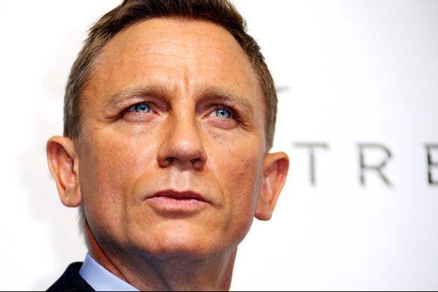 """Daniel Craig à l'avant-première de """"Spectre"""" à Paris."""
