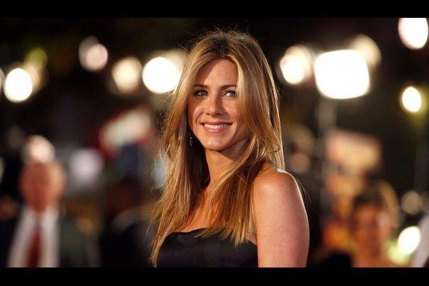 Jennifer Aniston va adopter.