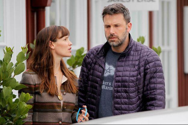 Jennifer Garner et Ben Affleck déjeunent en famille à Brentwood le 2 juillet dernier malgré leur divorce.