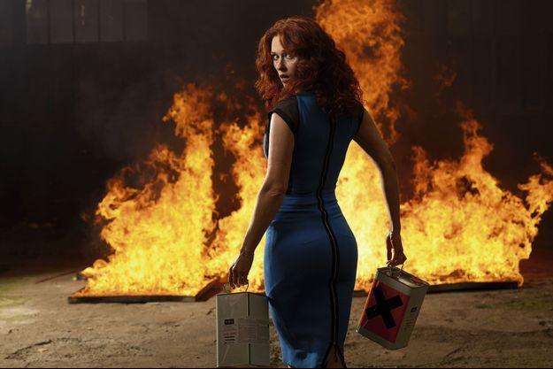 Prise en flagrant délit, une adorable pyromane réveille la palette des rôles féminins sur grand écran.