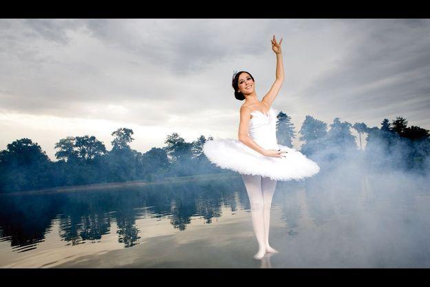 Elise Chassaing rejoue « Black Swan » au lac du bois de Boulogne.